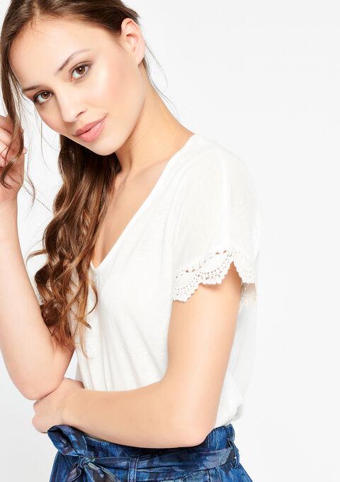 T-shirt met v-hals en gehaakte details - WHITE ALYSSUM - 02300119_2502