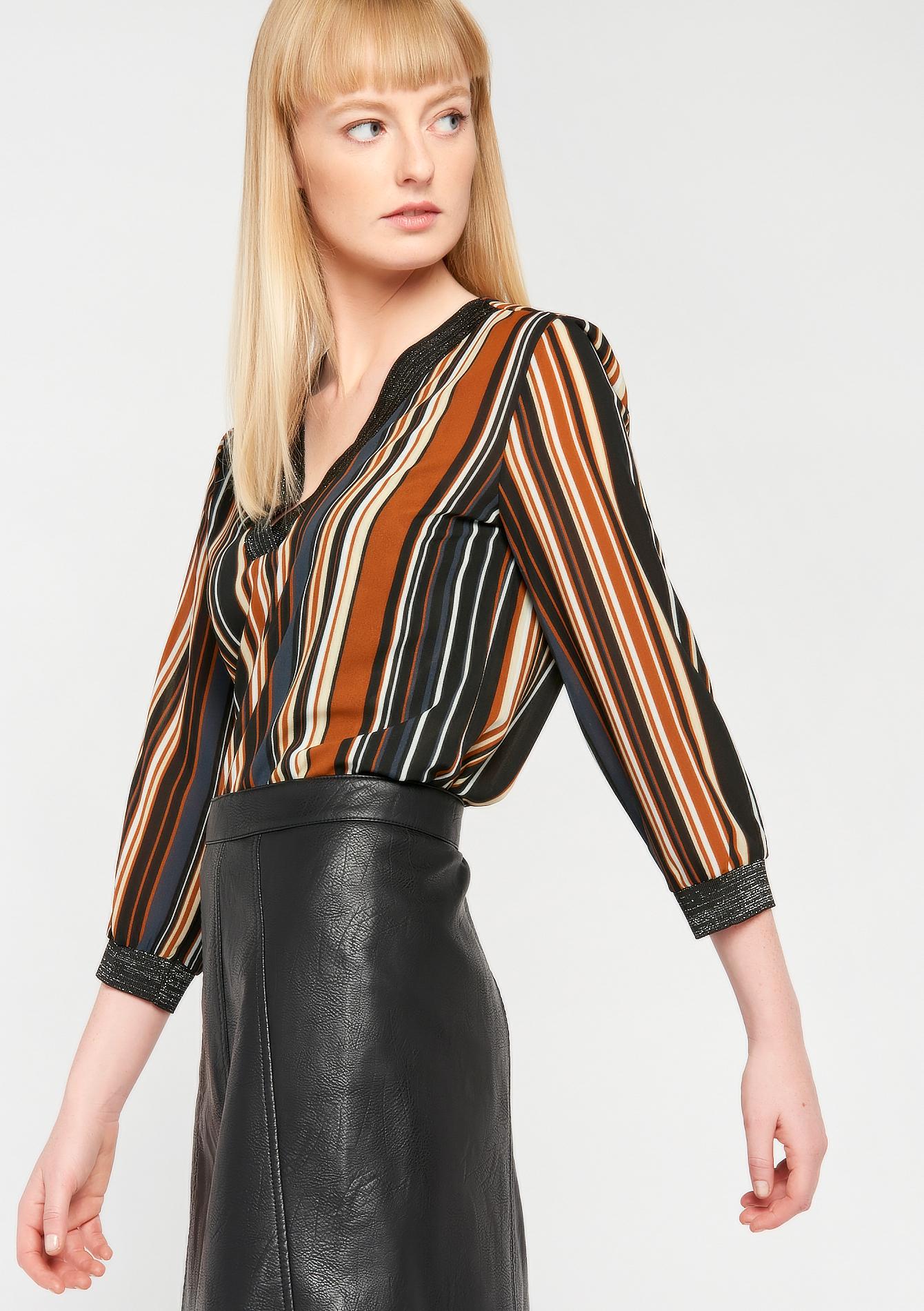 Gestreepte blouse met v-hals