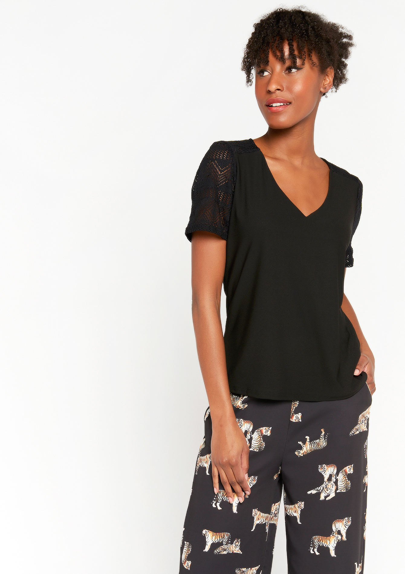 Deep V-neck T-shirt with lace - BLACK - 02300908_1119