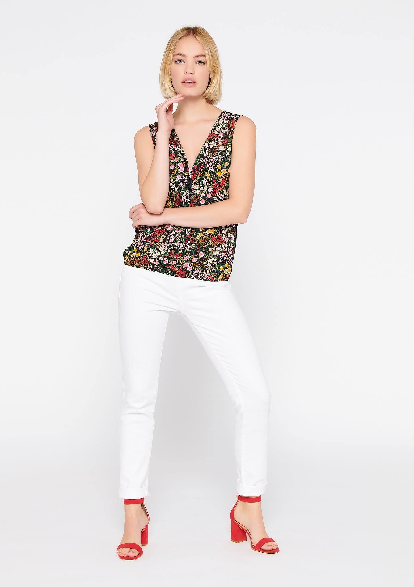 Tanktop with flower print - BLACK - 02200199_1119