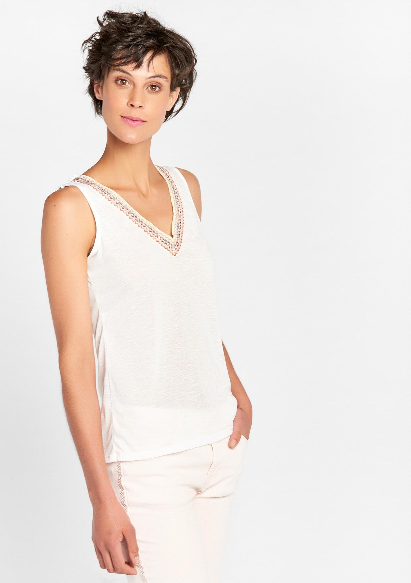 T-shirt zonder mouwen & versierde v-hals