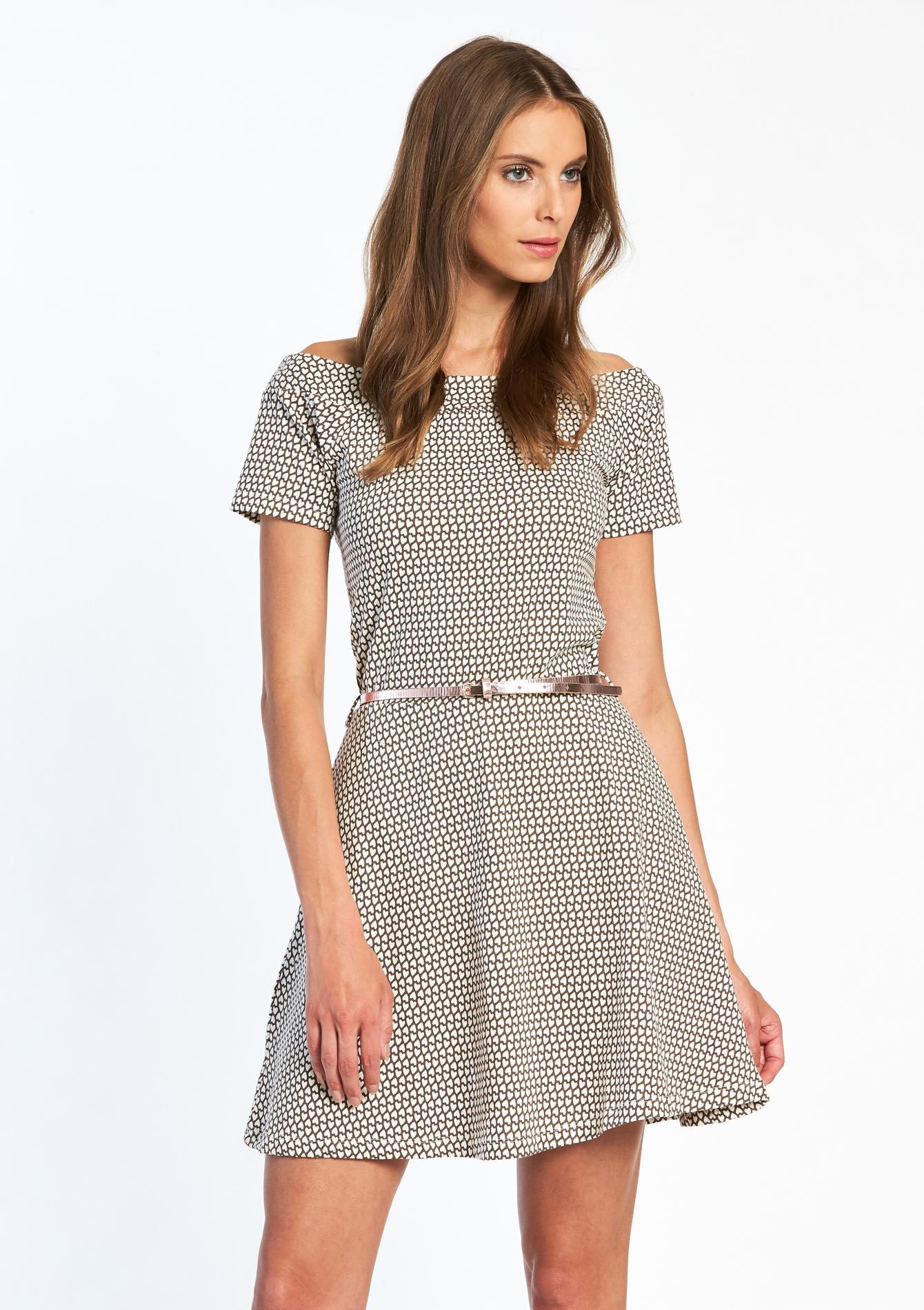 Gemakkelijke kleding op z'n best – een korte jurk is essentieel in je garderobe voor alle seizoenen en looks, van minimalistische eenvoud tot casual boxy en zachtere vormen.