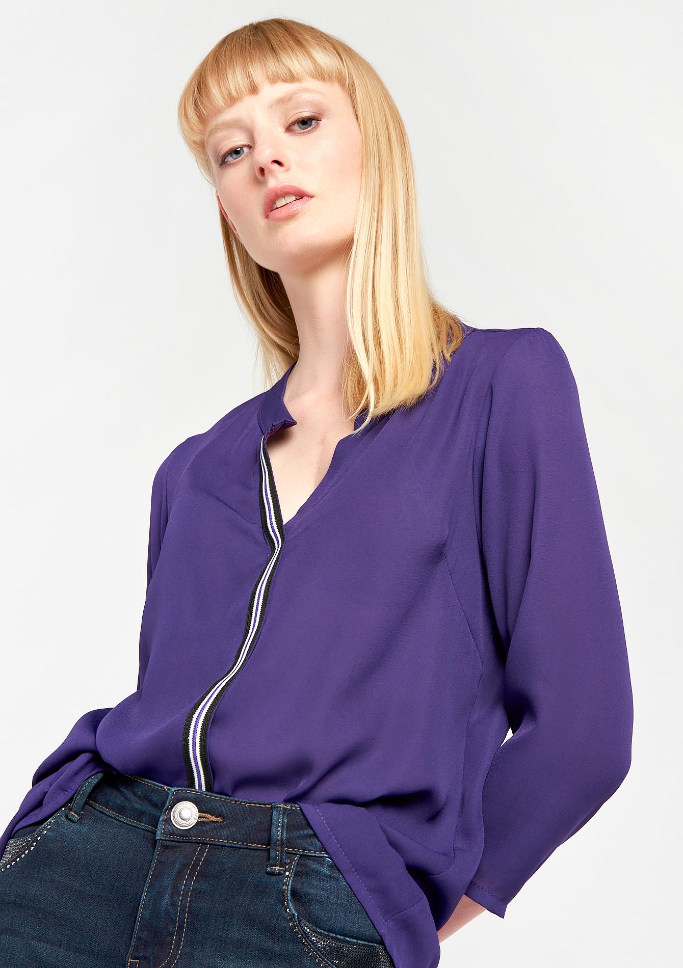 Effen blouse met oosterse kraag en tape